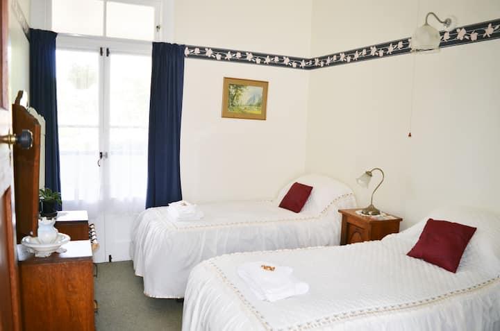 Braemar House Deluxe Twin (Bed & Breakfast)
