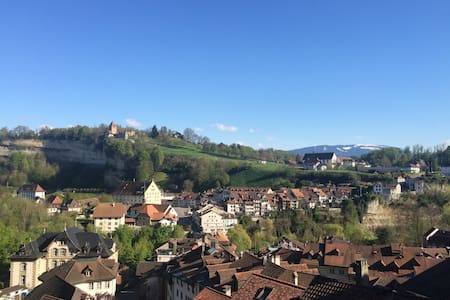 Cozy Stay in Old Town of Fribourg & Amazing View - Friburgo - Appartamento