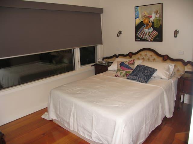 Quiet en-suite room among the trees - North Warrandyte - Huis