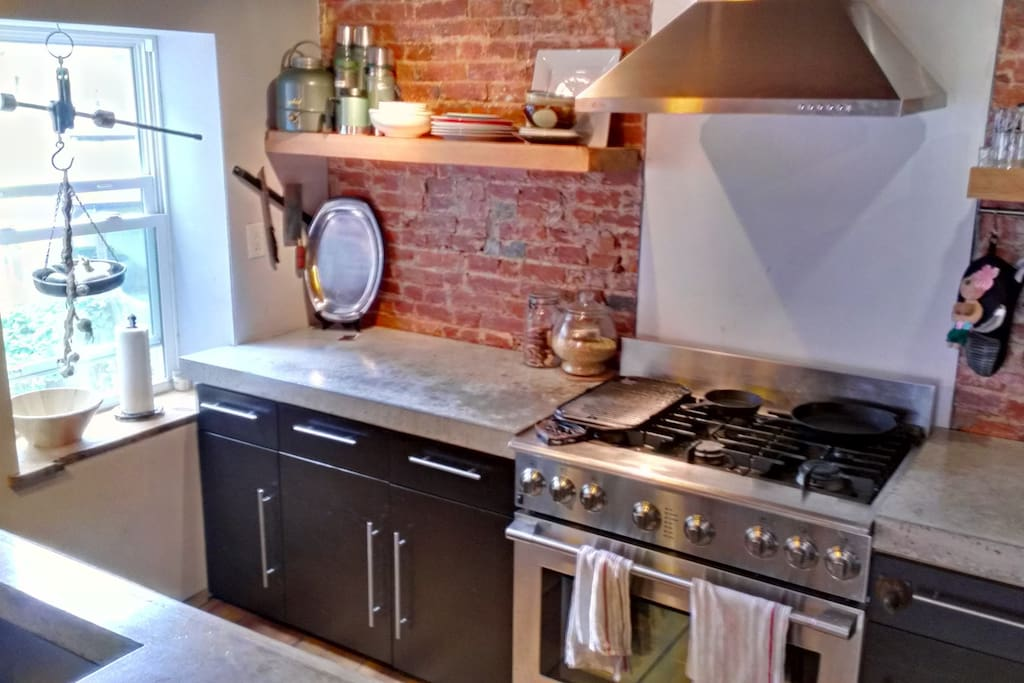 Accessible Kitchen with 6 Burner Stove & Oven
