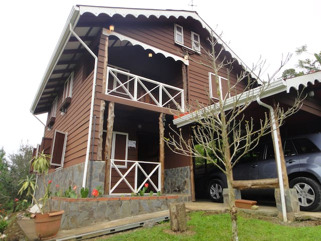 Amazing Cabin w/ volcano views!!!!! - Turrialba - Cabin