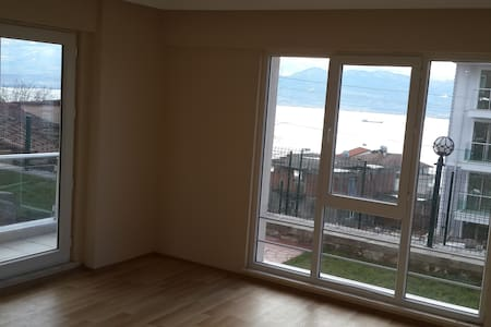 Room with Roof Top Pool & Gym+View - İzmit