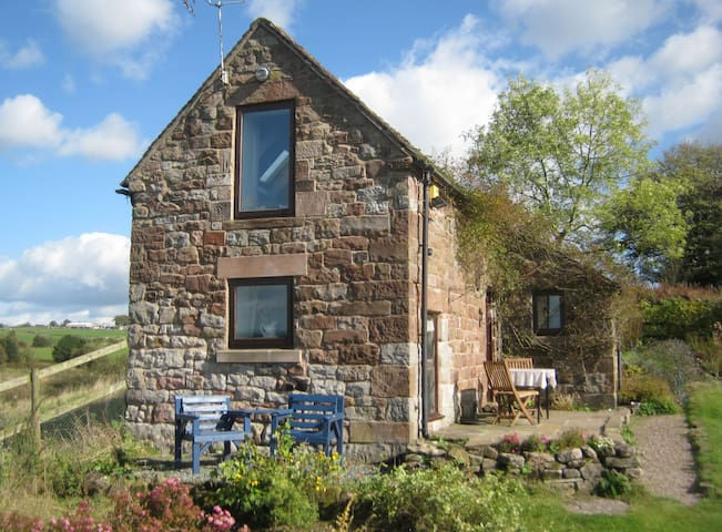 A quiet cottage in the countryside. - Ipstones - Casa