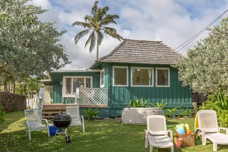 Beachfront Plantation Cottage - Kailua