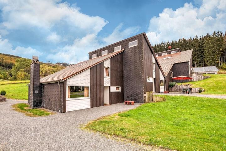 Fraai vakantiehuis in het Hochsauerland, rustig gelegen met een terras