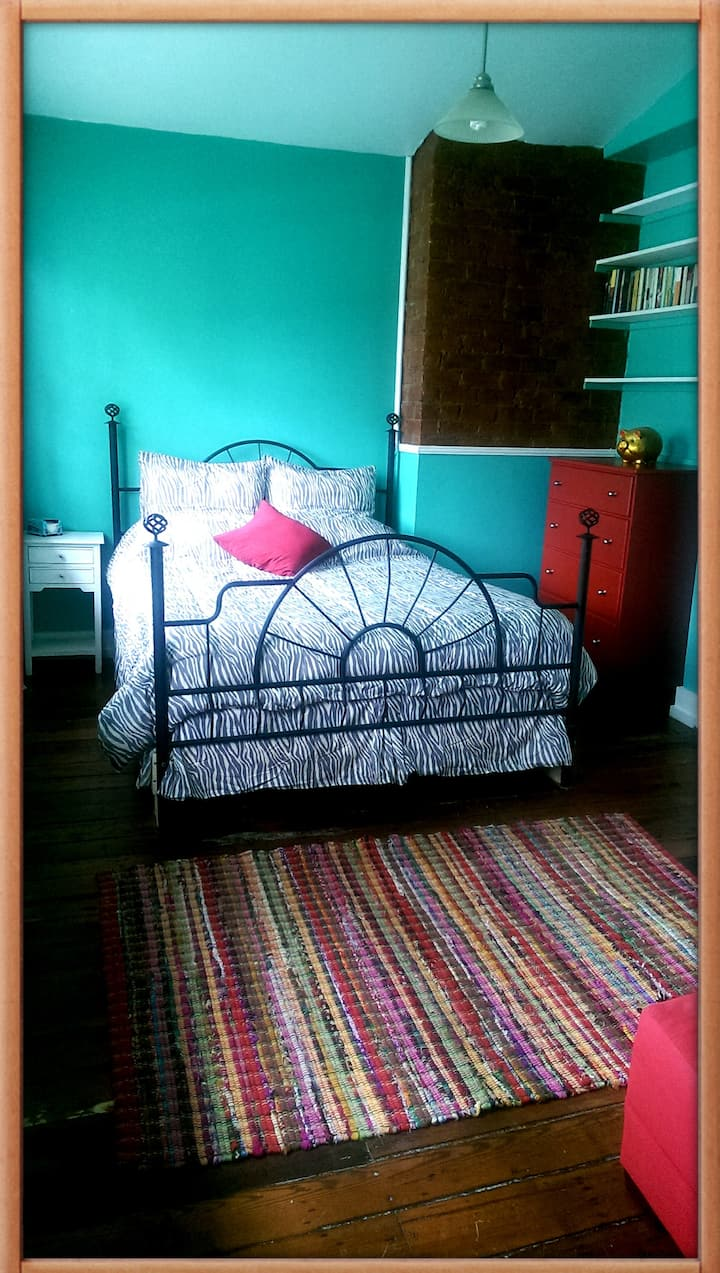 Cozy room at walking distance to FQ