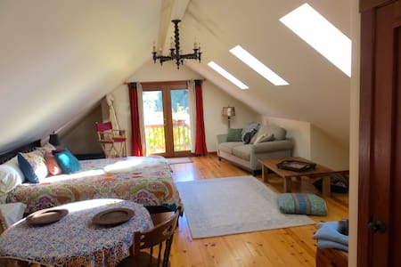 Country Farm Loft with lovely view - Soquel