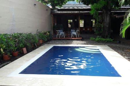Casa descanso excelente ubicación en Honda, Tolima - Ház