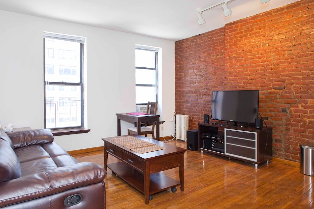 Beautiful manhattan 1br apartment close to subway for Beautiful apartments in nyc