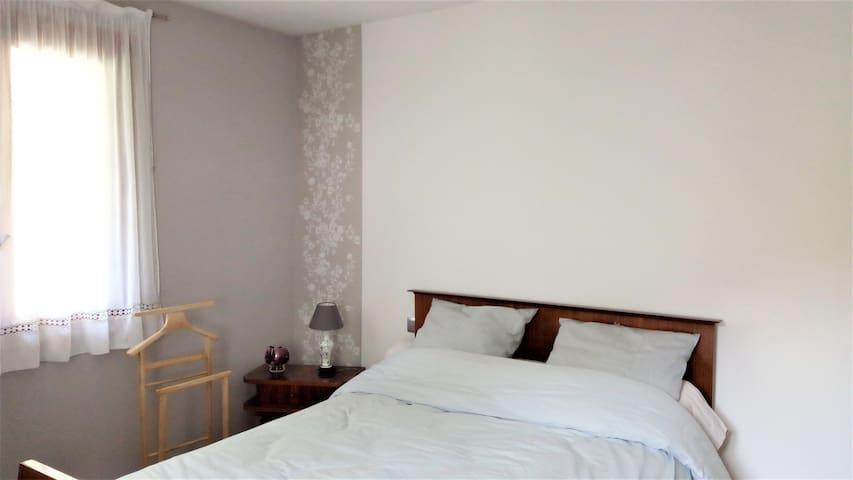 Chambre n° 1 - 14 m² - possibilité d'ajouter un lit bébé