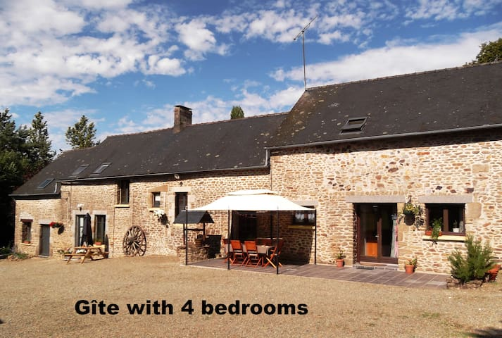 Rural gite with private garden (4-bedroom) - Loupfougères - Casa
