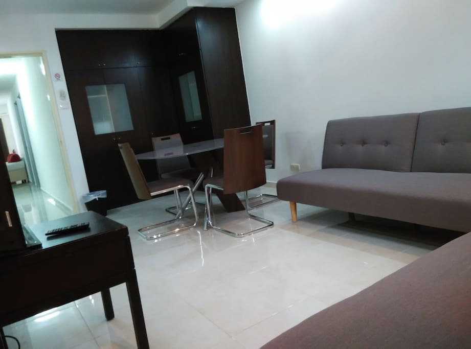 Group stay 4 bedrooms apt orchard 10 12 pax for 3 renovated apt with spacious living room 10 pax