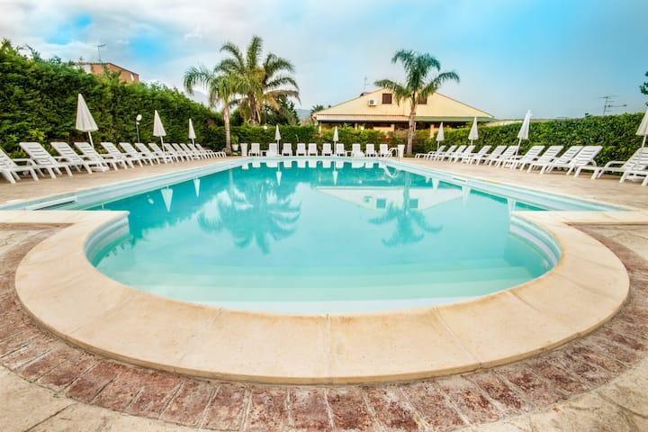 Case Vacanze Paradise Beach pool and beach 4°