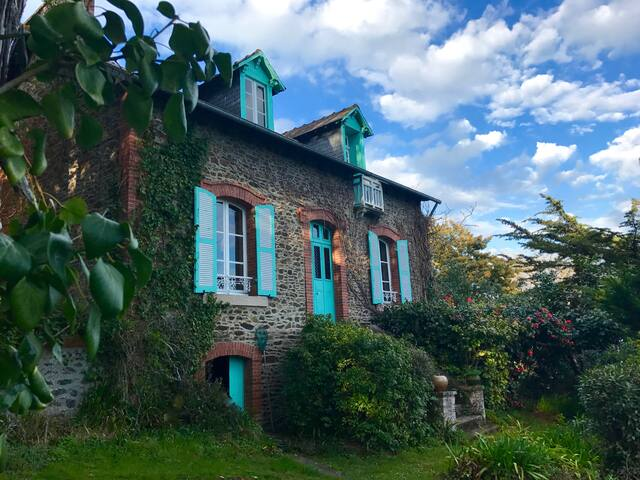 Les Mouettes - 1920s villa with superb sea views - Binic - House