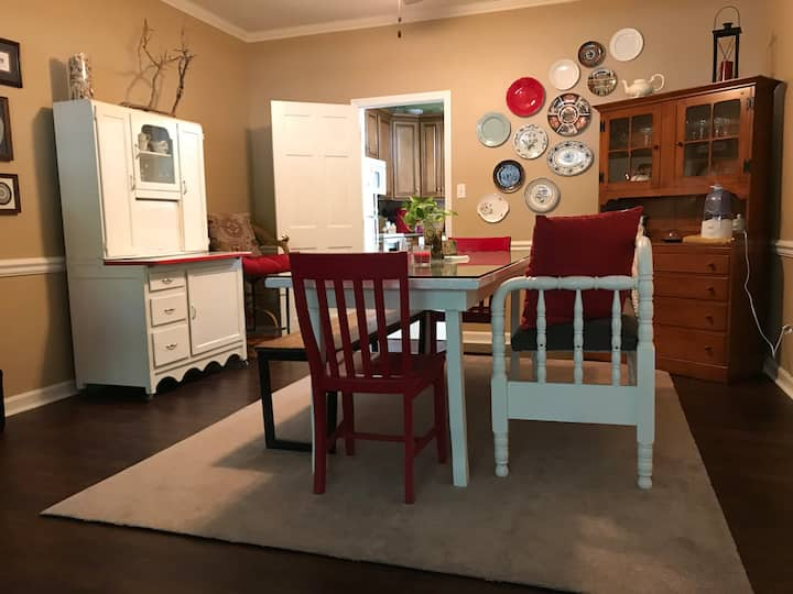 Quiet Townhouse near Guilford College