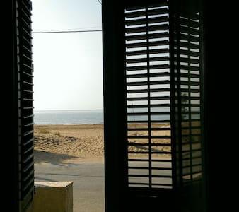 casa vacanza sulla spiaggia - Tre Fontane - House