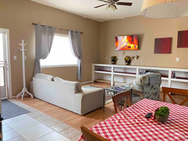 Cozy KING & Full Bed, 15min to Temecula Wineries!