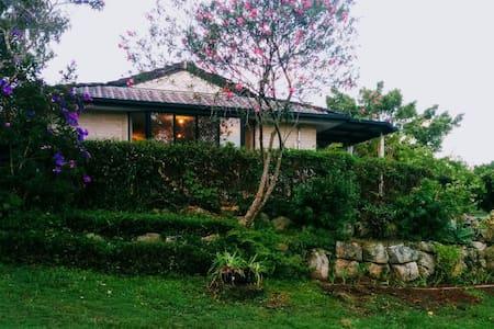 Bungalow between city and coast! - Kallangur - Rumah