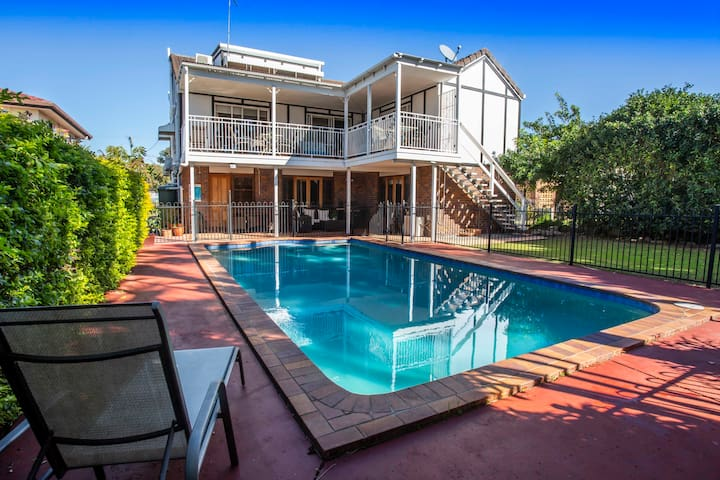 Beautiful large holiday home in Redcliffe.