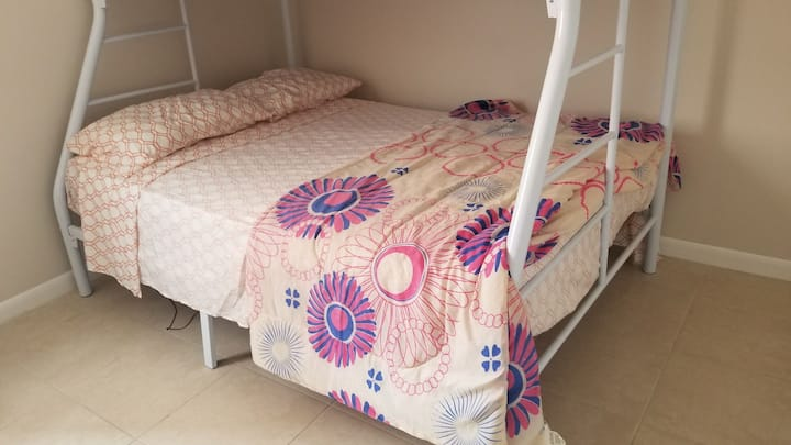 Nice Shared Room Close Miami Airport 5b