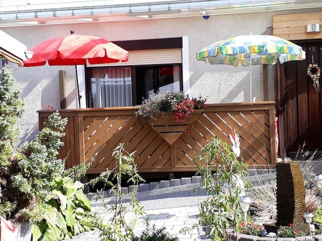 Ferienwohnungen Haus Waltraud Steinwiesen (Steinwiesen), Gemütliche Erdgeschosswohnung mit Balkon