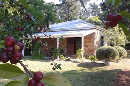 Stone-built garden cottage - Grabouw