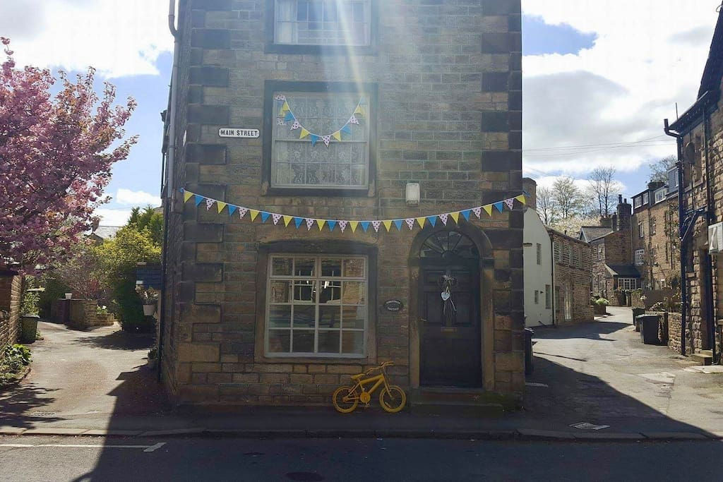 Cottage dressed for Tour de Yorkshire