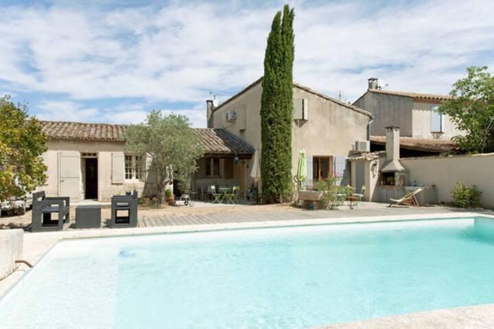 Mazet provençal climatisé - 4 chambres - Piscine