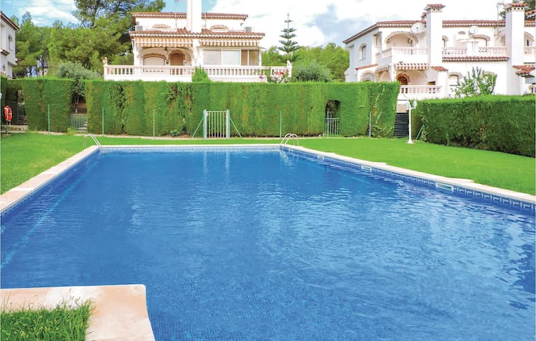 Semi-Detached with 2 bedrooms on 55m² in Miami Platja