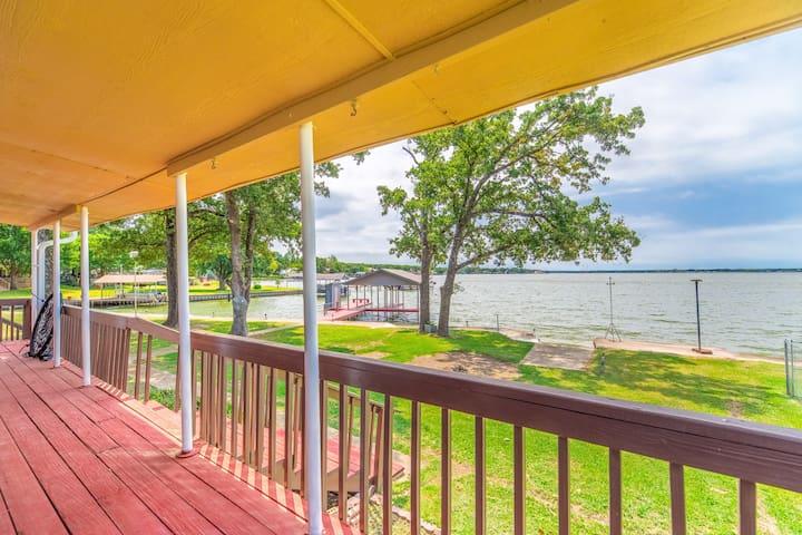 Huge Lakefront home for a weekend getaway!!