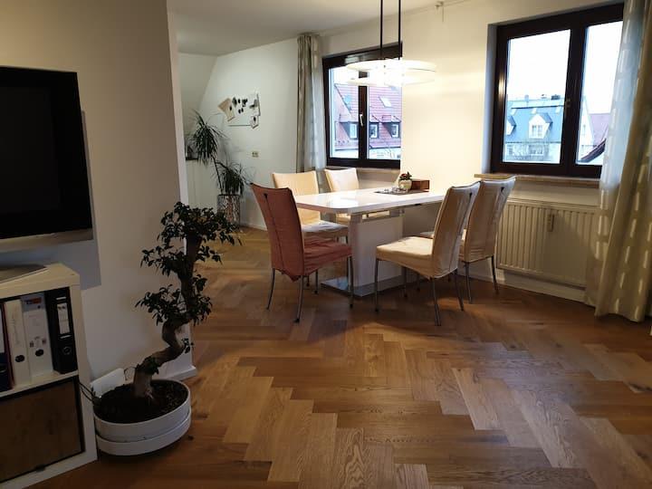 90 qm Wohnung in sehr zentraler,ruhiger Lage.