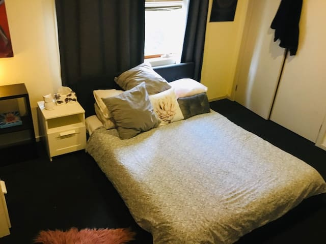 Large Room in the City Centre