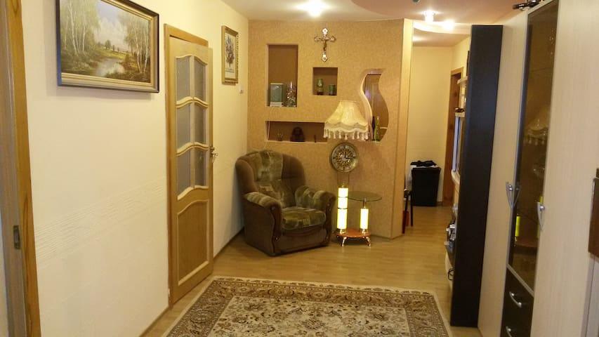 3х комнатная квартира( 96м2) на первом этаже - Eysk - Apartment