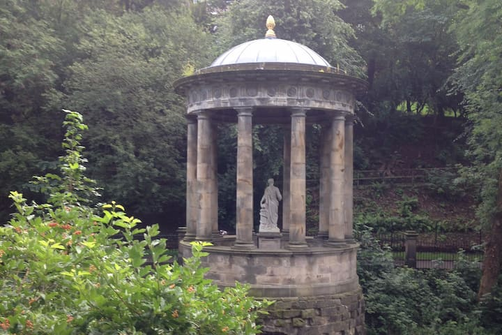Victorian Temple of Hygieia (Goddess of Healing) on the Water of Leith walkway