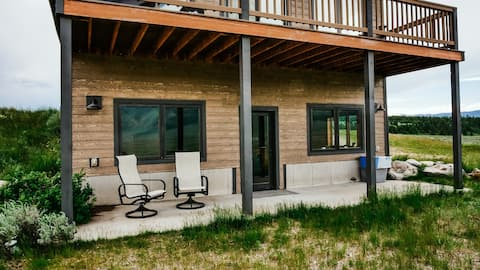 Cabin on 20 Acres- Madison River and Yellowstone