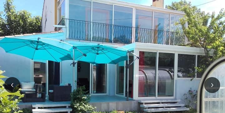 Villa indépendante avec jardin piscine couverte