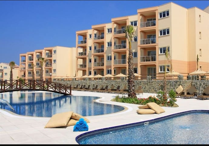 Stylish 3 bed duplex, Kusadasi Golf and Spa Resort - soke/Aydin - Huis