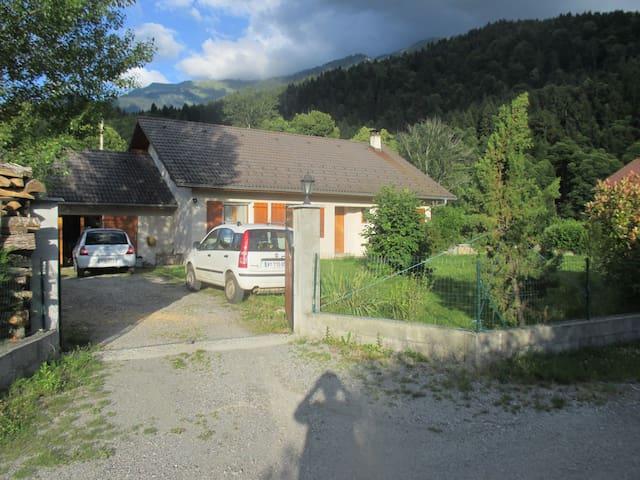 Maison 100m² dans la montagne proche d'Albertville - Montailleur - Дом