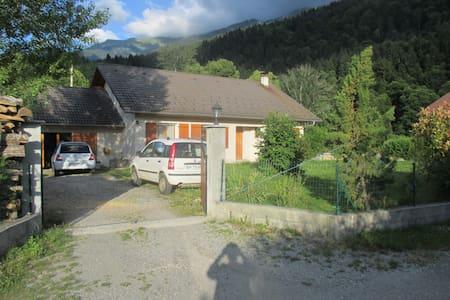 Maison 100m² dans la montagne proche d'Albertville - Montailleur - Casa