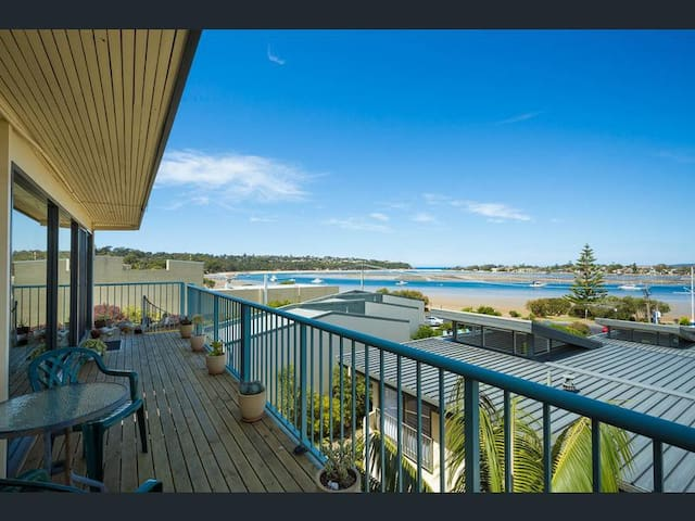 Waterfront Views in the heart of Merimbula
