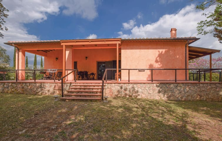 Holiday cottage with 4 bedrooms on 210 m² in Manciano -GR-