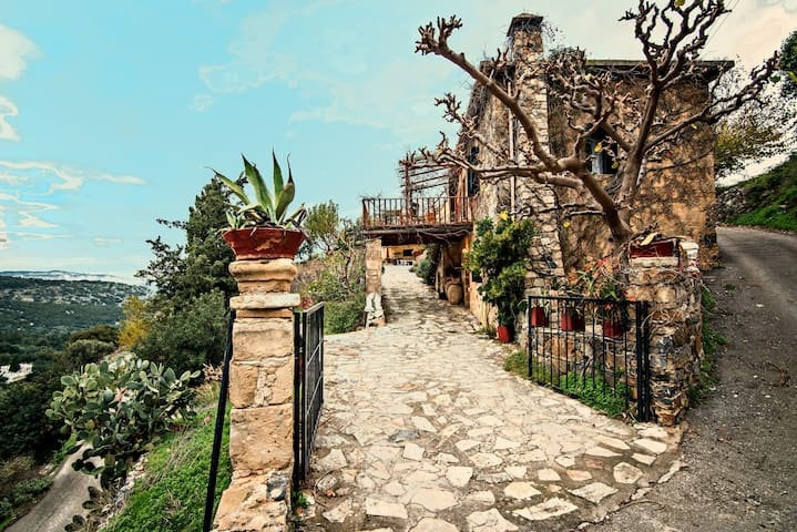 Stone made Mansion..!! - Emprosneros - Casa a schiera