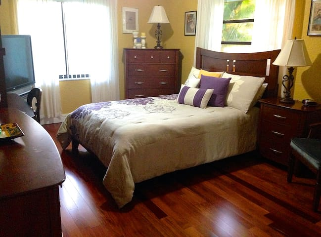 Bed & Breakfast 5 mins from airport - Miami Springs - Casa