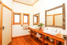 Bathroom with 2 basins, 2 toilets and 1 shower