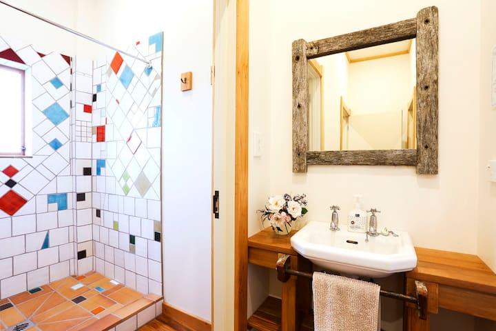 Bathroom 3.