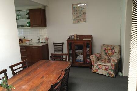 Quiet, Spacious Room in Northcote - ノースコート