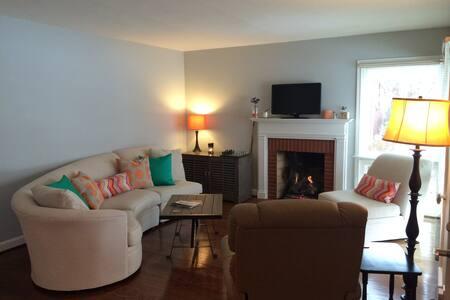 Clean & spacious Derby home! - Louisville - Casa