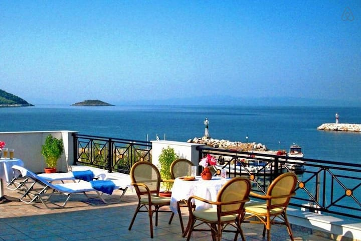 Deluxe Apartment with Panoramic Sea View  B