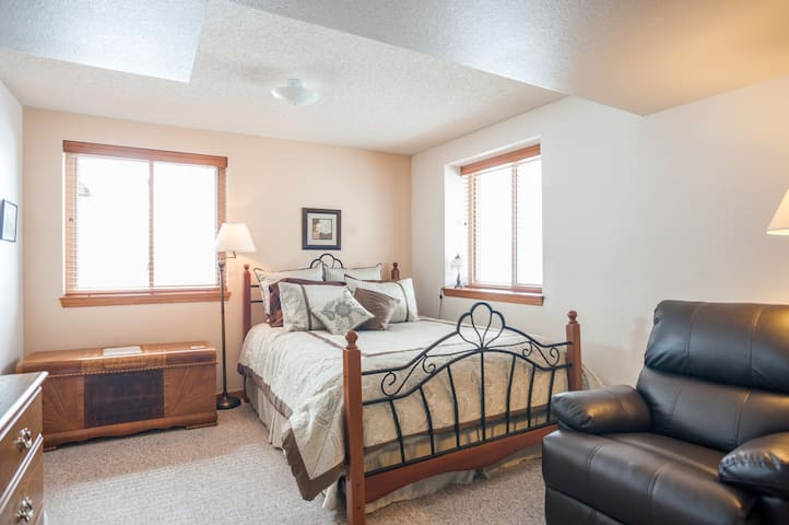 Peaceful, Sunny, One Bedroom Suite