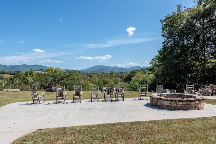 Cades Cove Paradise- Mountain Views, Private Patio